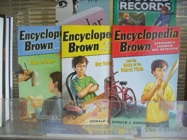 Encyclopedia Brown Finds the Clues (Encyclopedia Brown, Book 3)